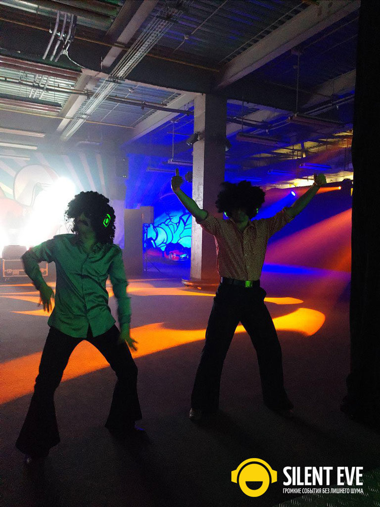 Танцы в наушниках на корпоративе