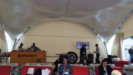Семинар в наушниках и шатре Continental