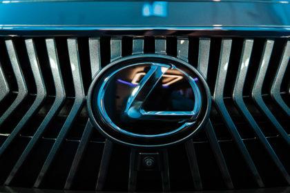 Lexus в наушниках